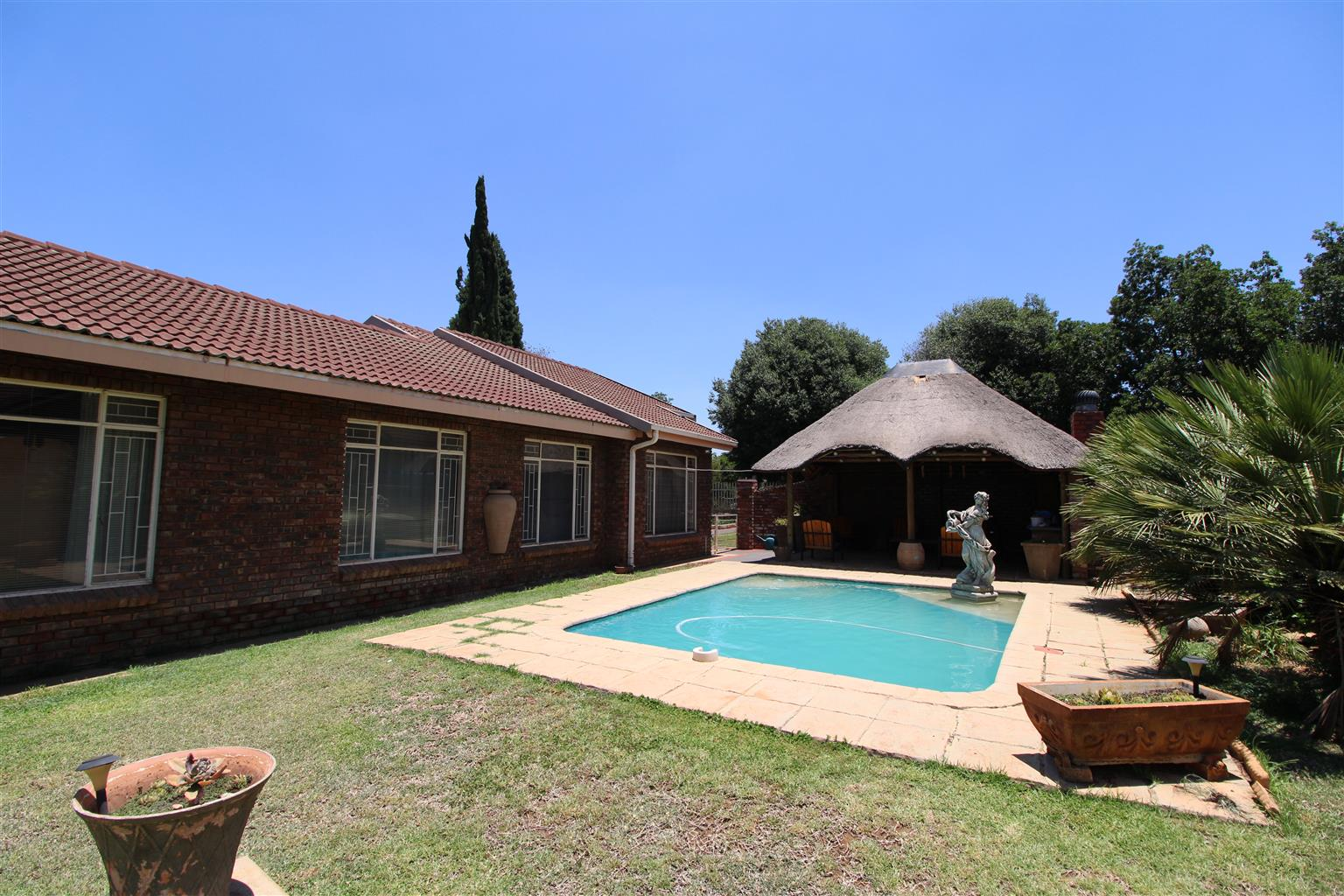 Family Home PLUS 3-bedroom flat in Miederpark, Potchefstroom