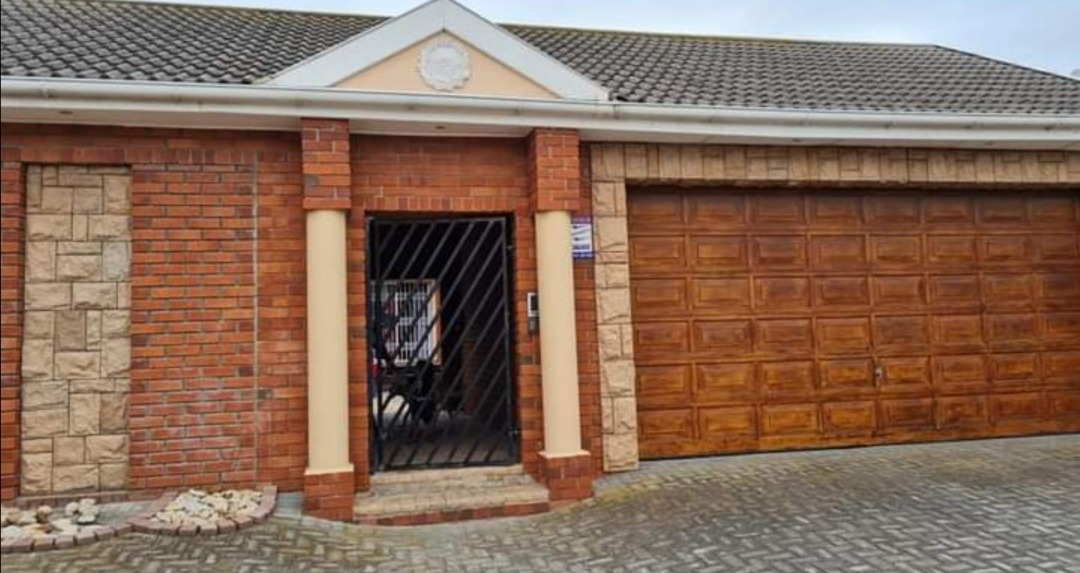 House For Sale in Bluewater Bay