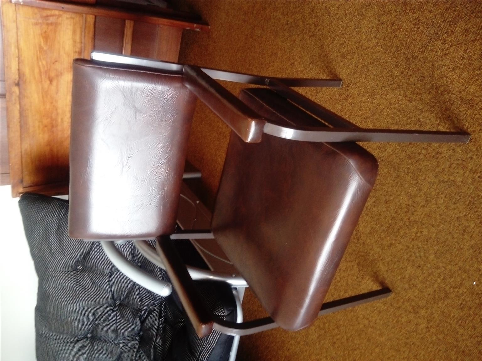 Chair. Salon Doctors Chair R 380. Excellent Condition. Uitenhage