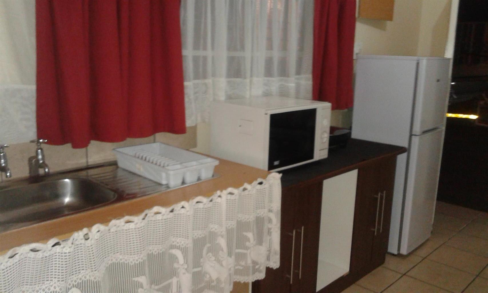 Furnished bachelor flat to rent carletonville