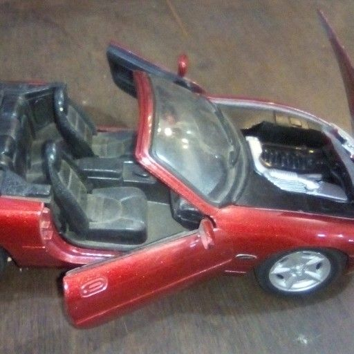 Jaguar XK 8 scale model car 1:24