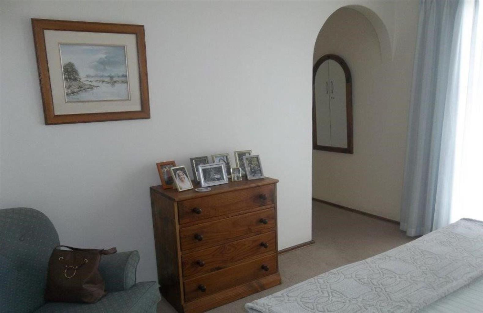 Townhouse For Sale in FLORACLIFFE