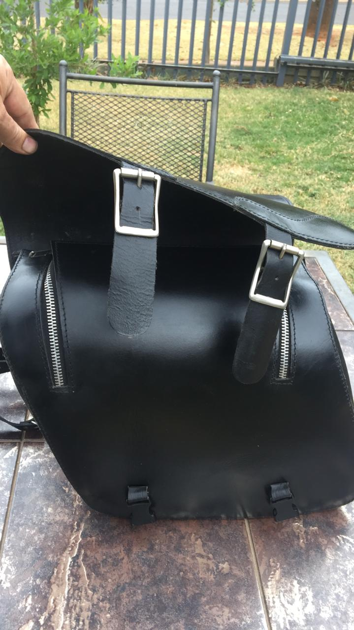 Leather saddle bags for cruiser