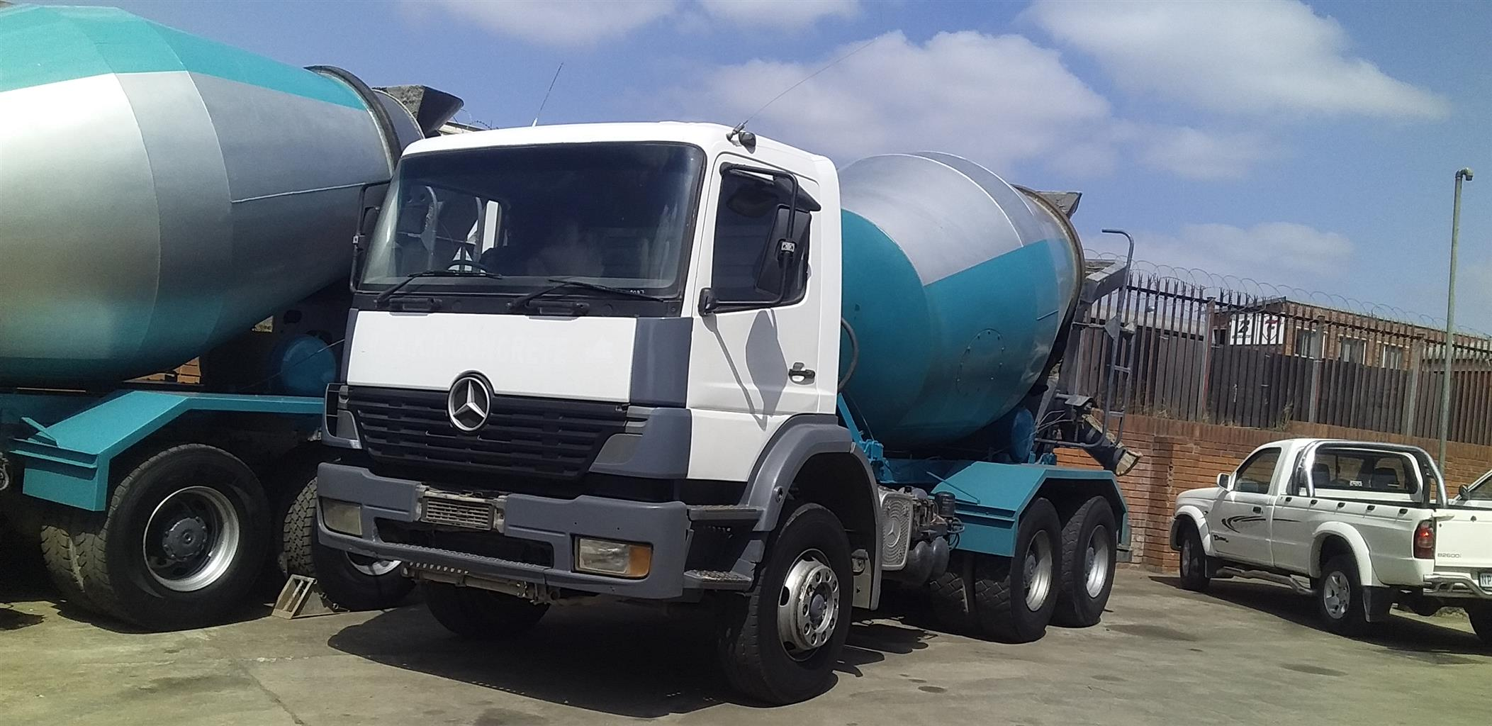 2001 MERCEDES BENZ CONCRETE MIXER