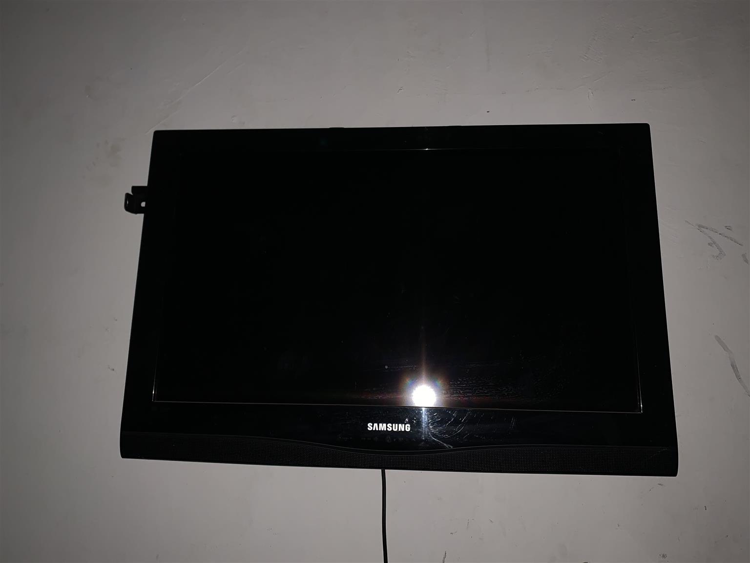 "Samsung 32"" HD LED TV"