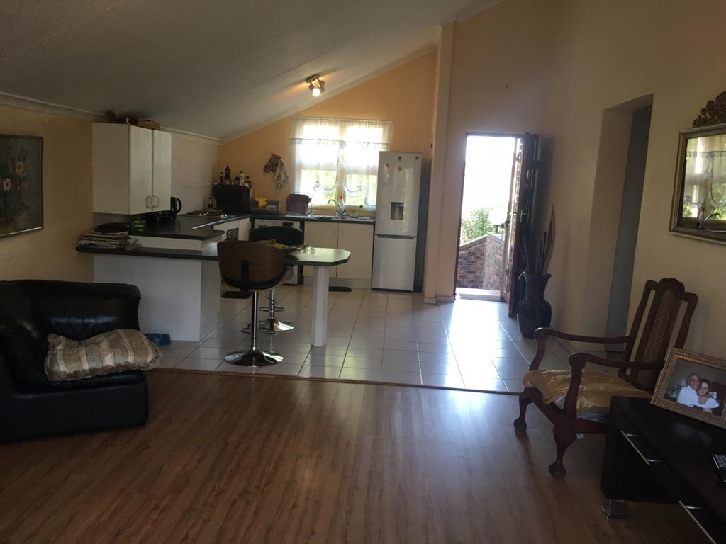 Stunning pet friendly 2 bedroom town house to Rent