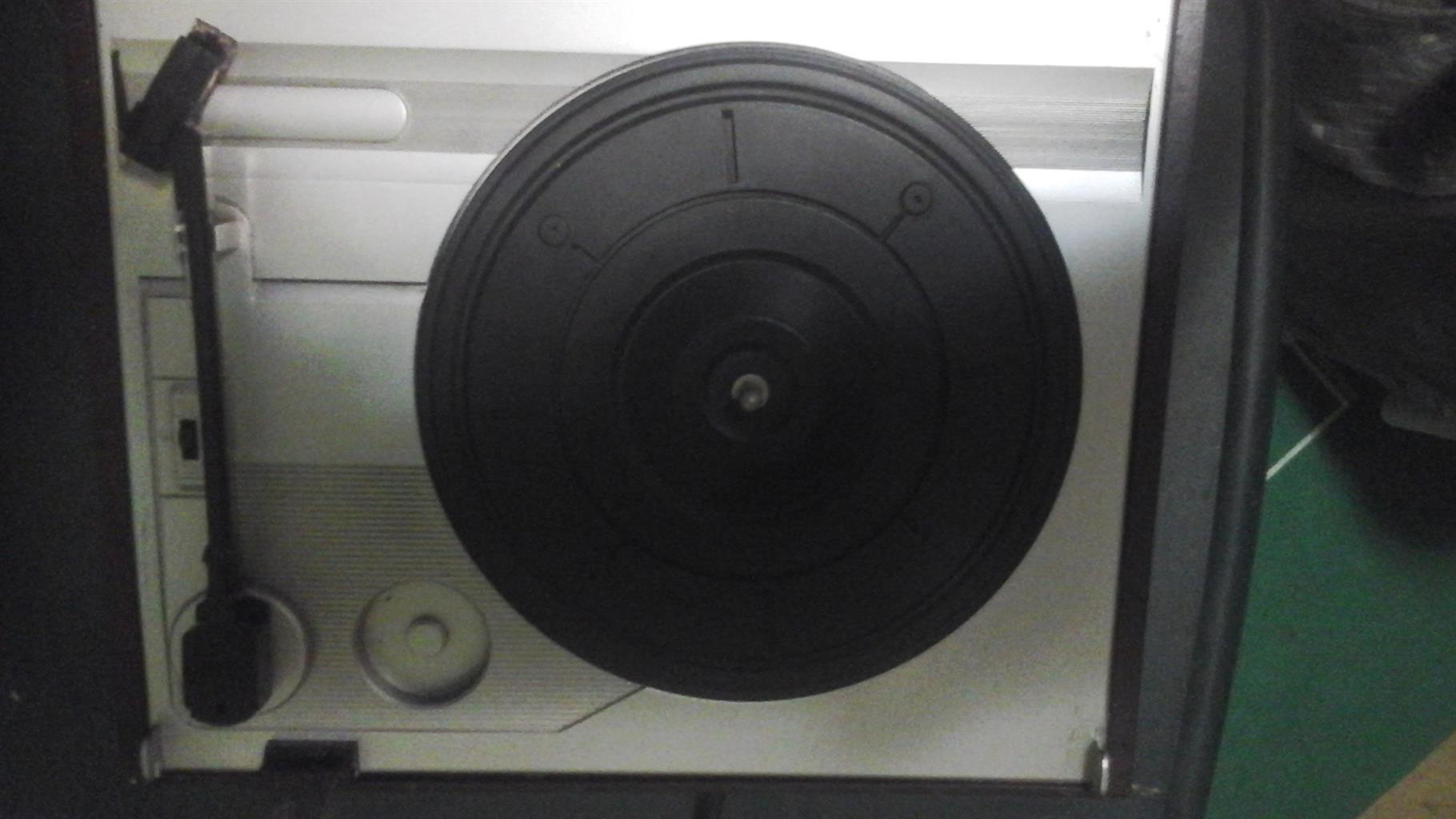 Diamond radio with CD and turntable