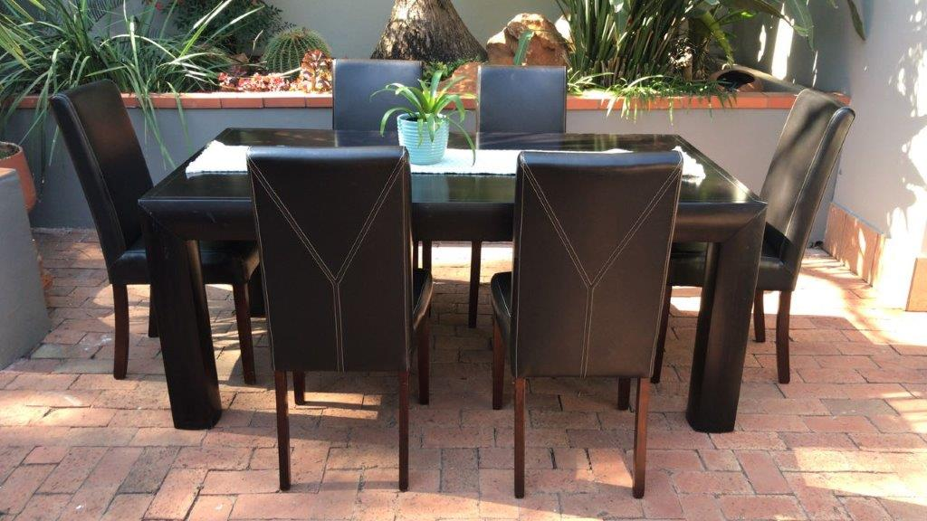CORICRAFT DININGROOM SUITE TABLE AND 6 X LEATHER CHAIRS