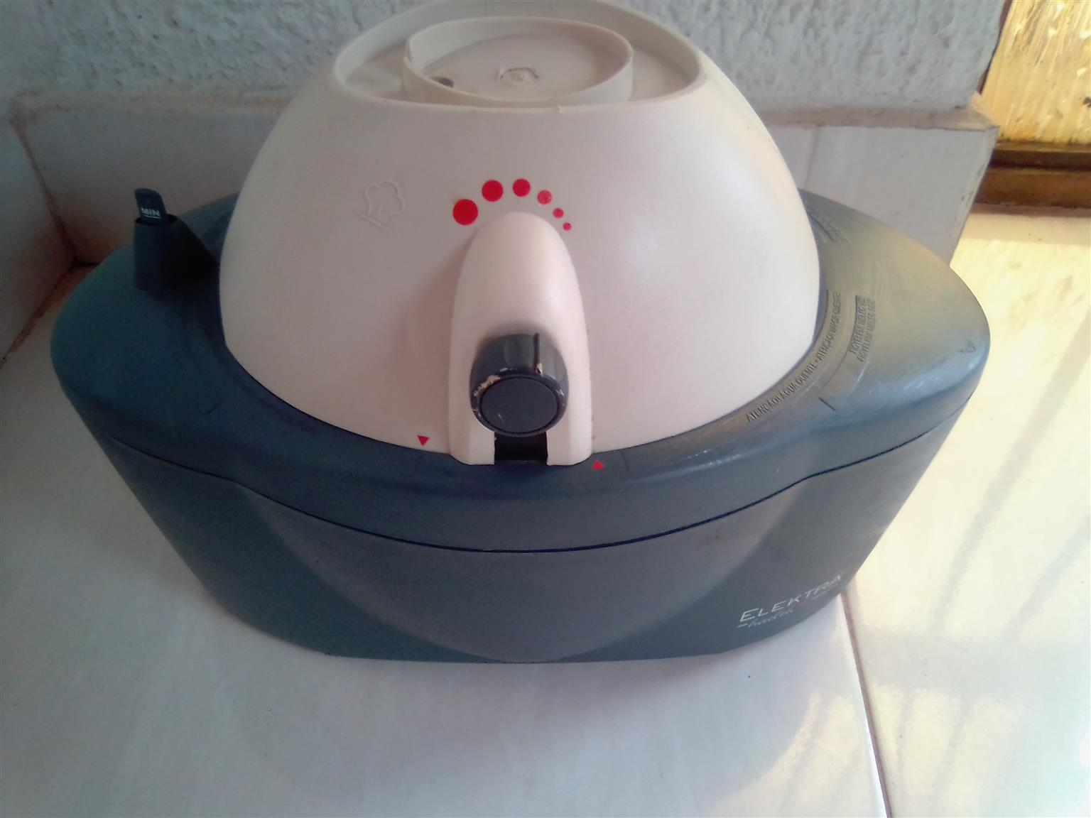 Humidifier Electra Health Cold and Warm Steam. As good as new.