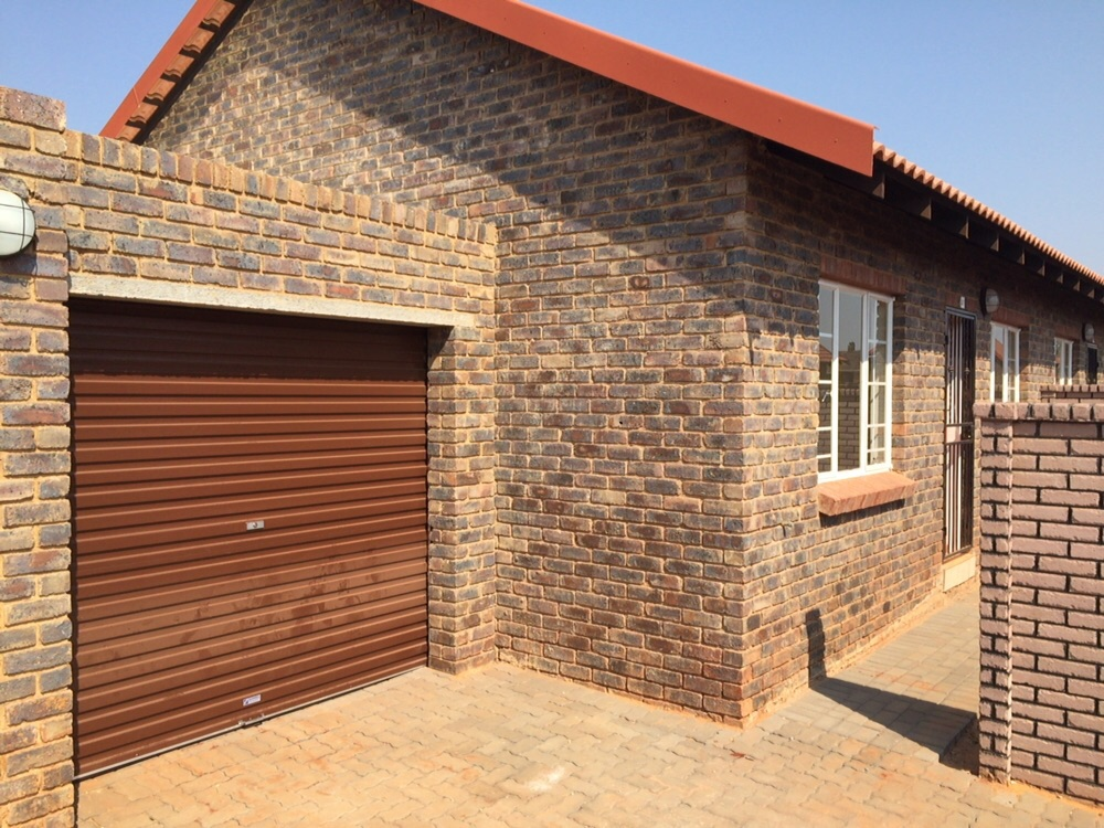 Beautiful 2 bedroom House in Secure Estate with Own Private Garden. Conditions Apply