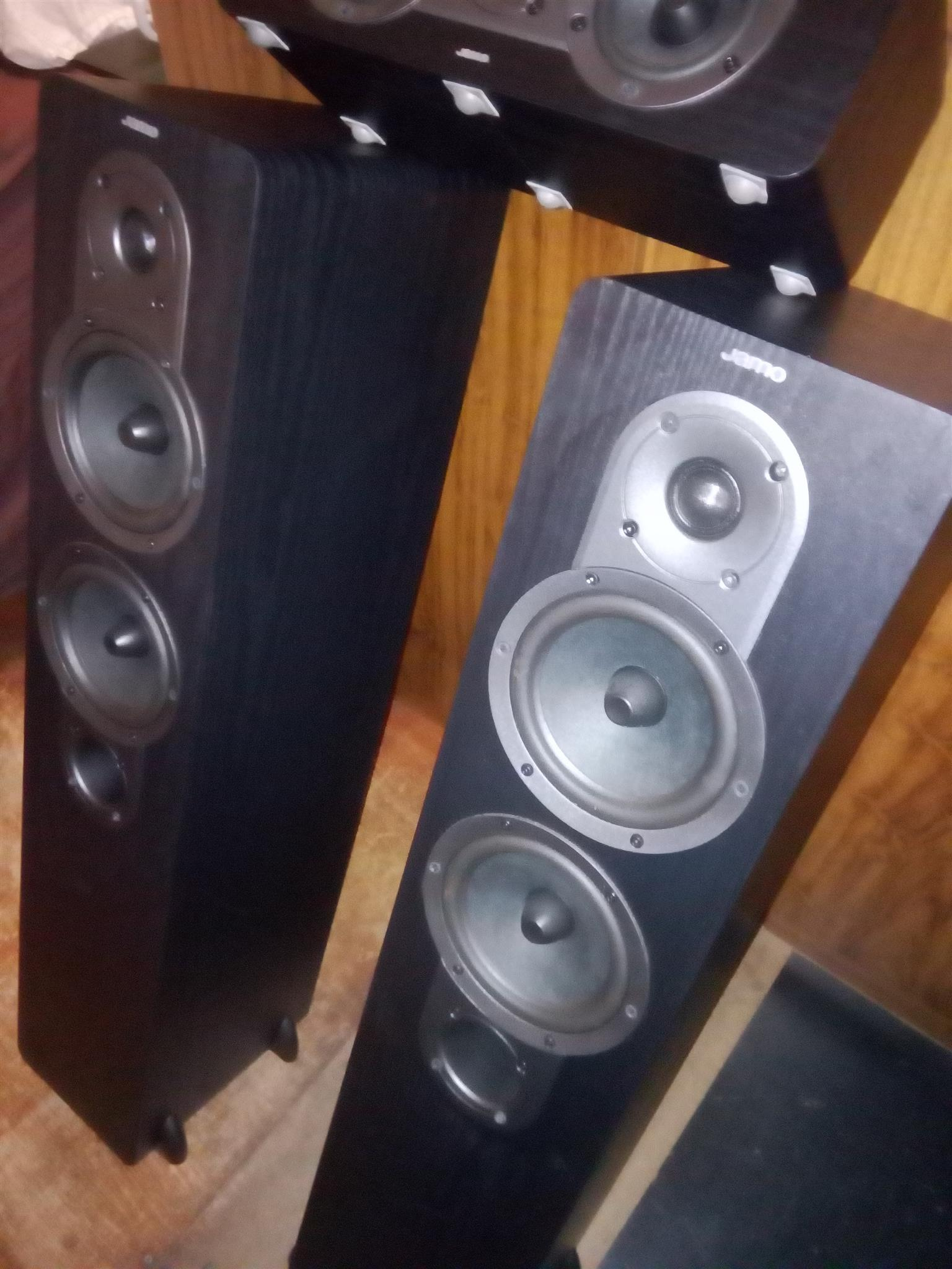 Jamo' speakers in awsome condition for sale.