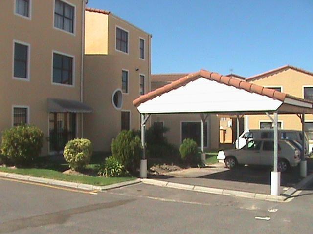Parow, De Tyger, 2 Bedroom Apartment with Garage and Parking Bay