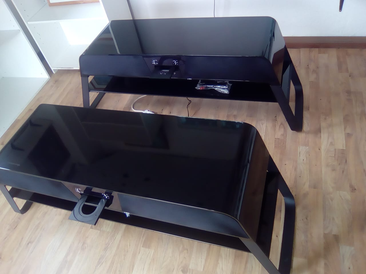 Black Plasma Stand with Built-In Sound