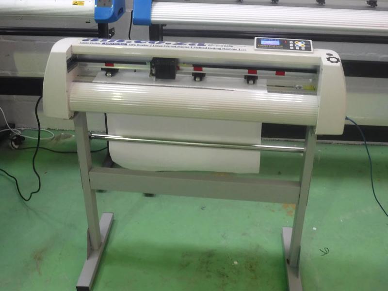 V-1367 V-Series High-Speed USB Vinyl Cutter, 1360mm Working Area, In-house VinylCut