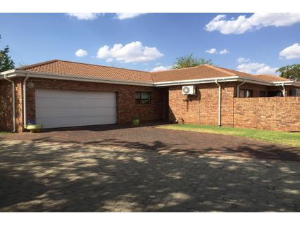 Three Bedroom House In Hill crest House For Rent, Kimberley