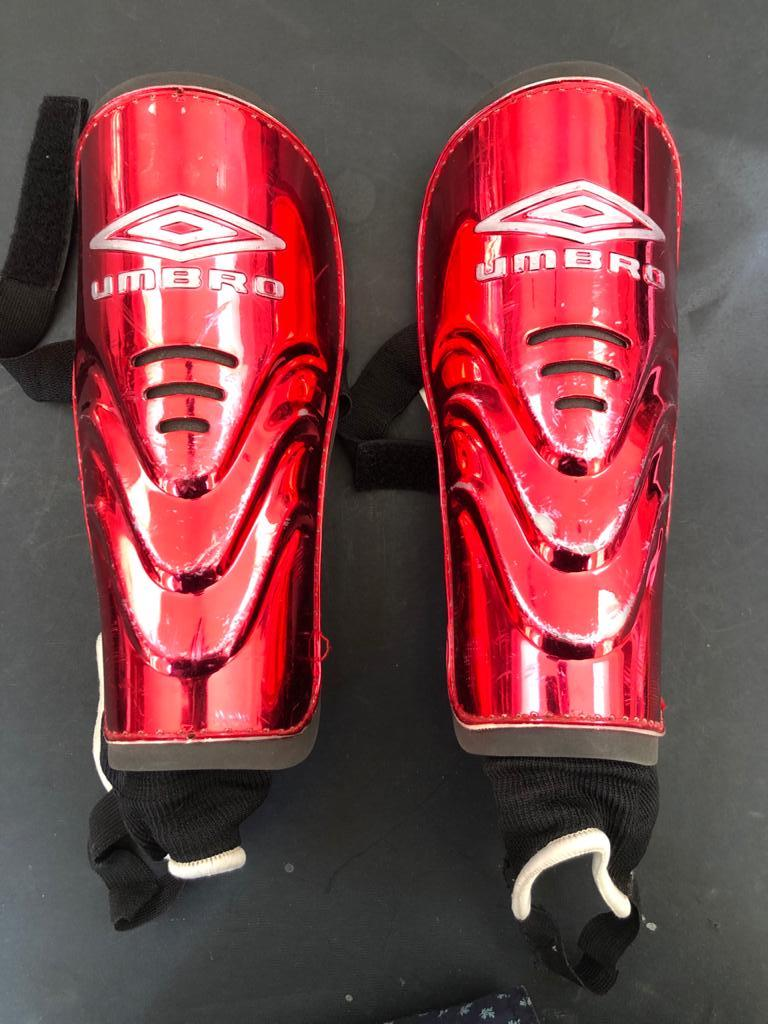 Umbro shin guards for most sports - Size Large