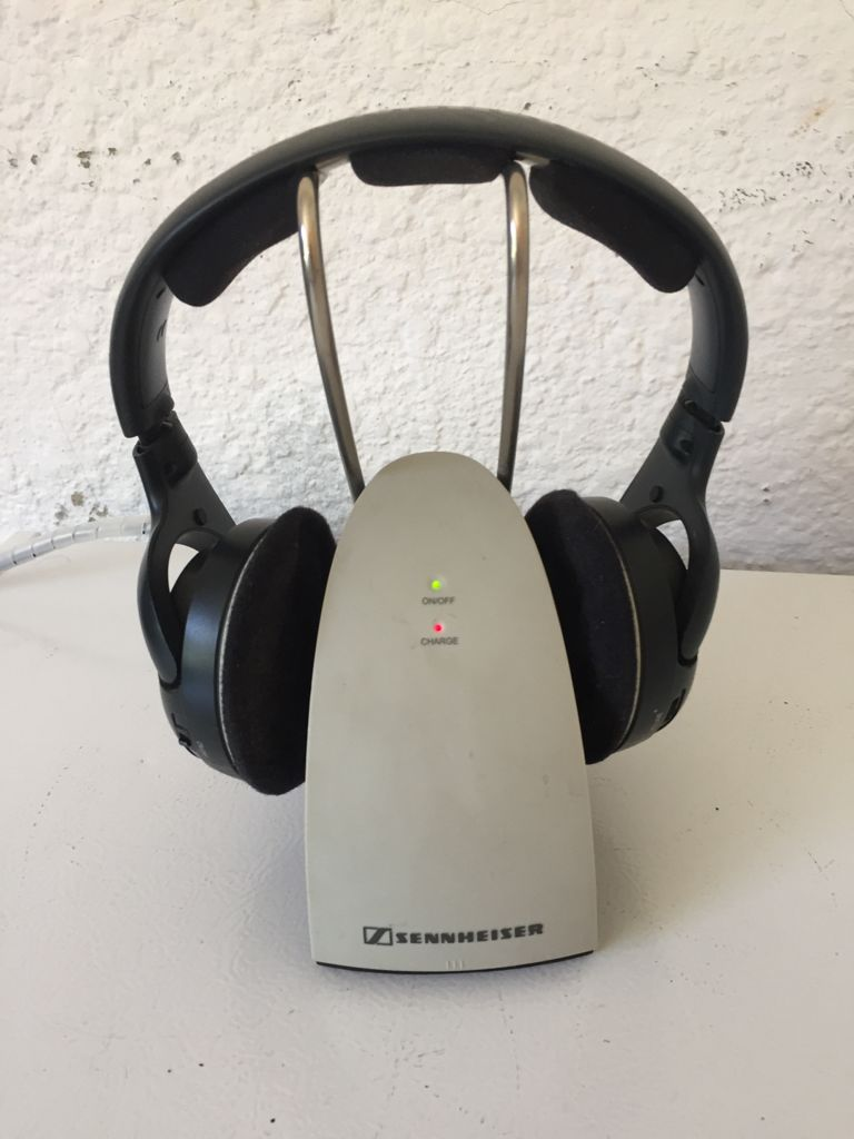 SENNHEISER HDR 120 Wireless Stereo Headphones with charging Cradle. 3 Channels.