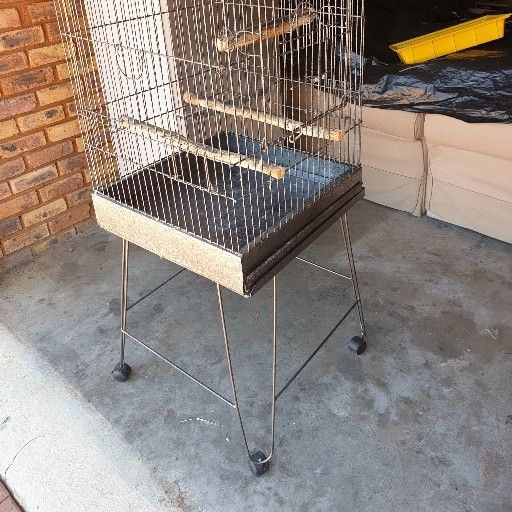Parrot/Bird Cage. Very good condition.