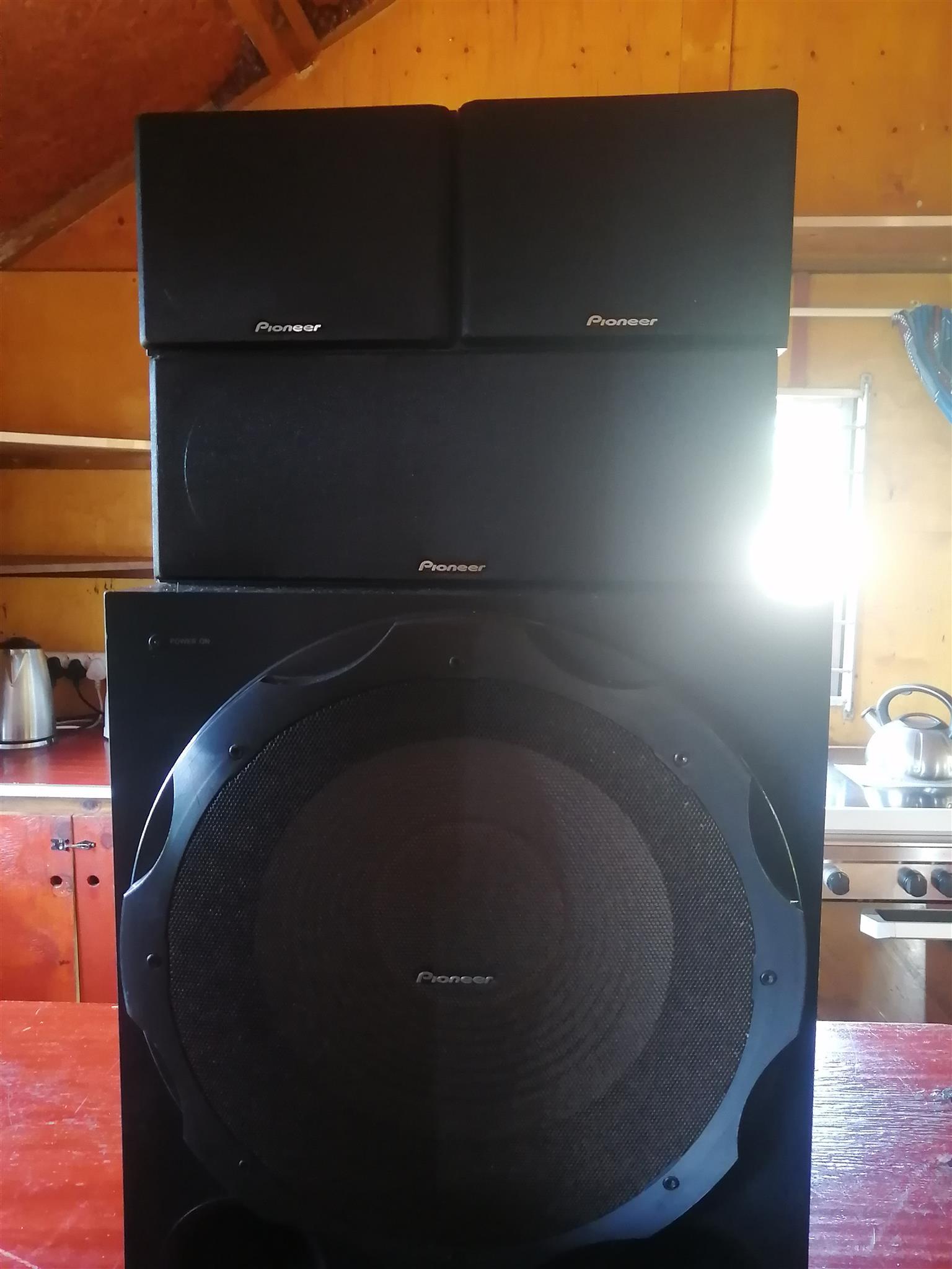 Pioneer Amplifier VSX-531 including speakers.