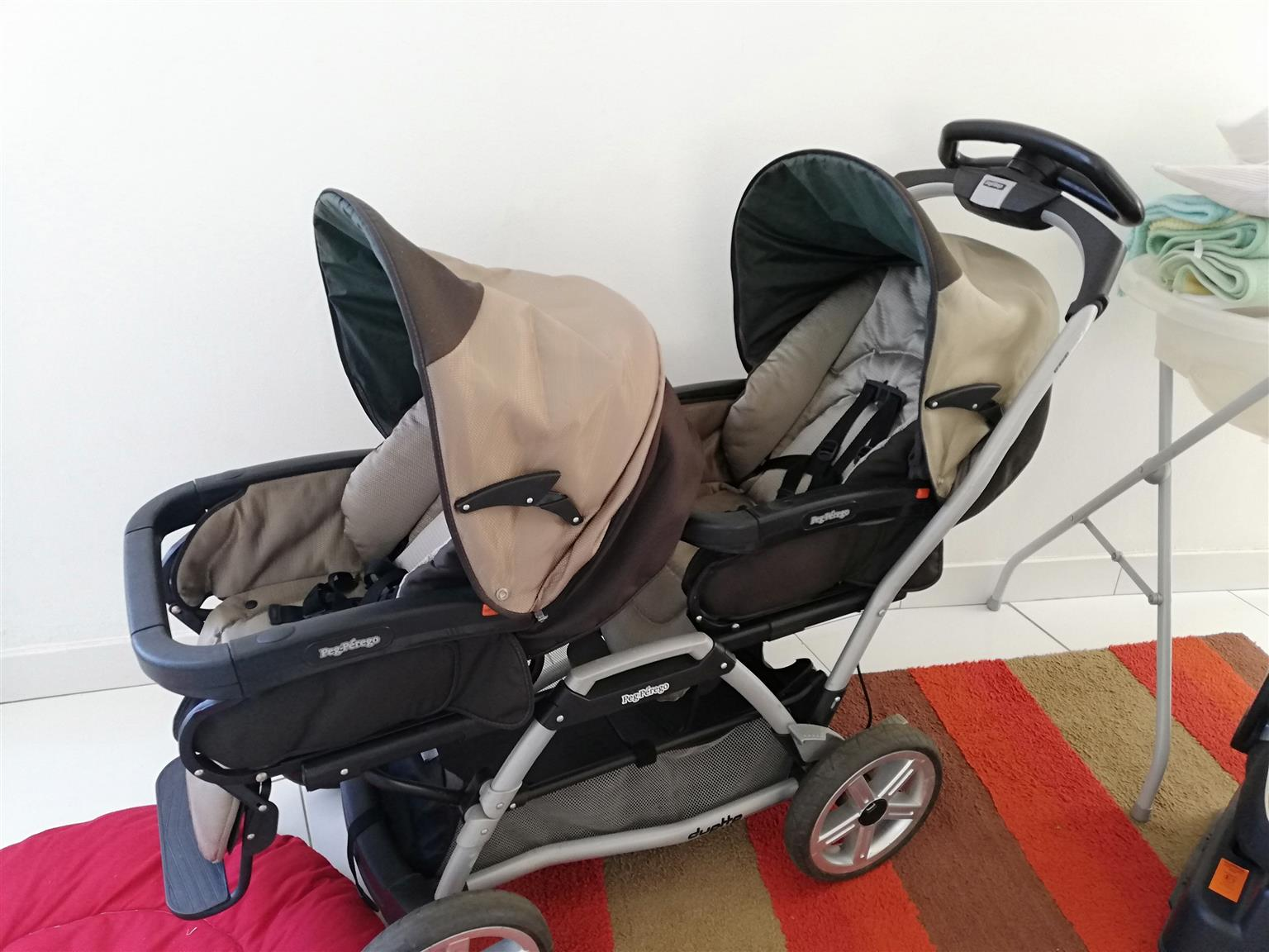 PEG PEREGO TWIN PRAM WITH CAR CHAIRS AND BASES AND EXTRAS