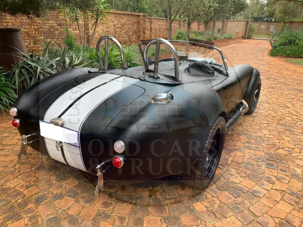 Stunning Cobra with new 351 V8 crate motor