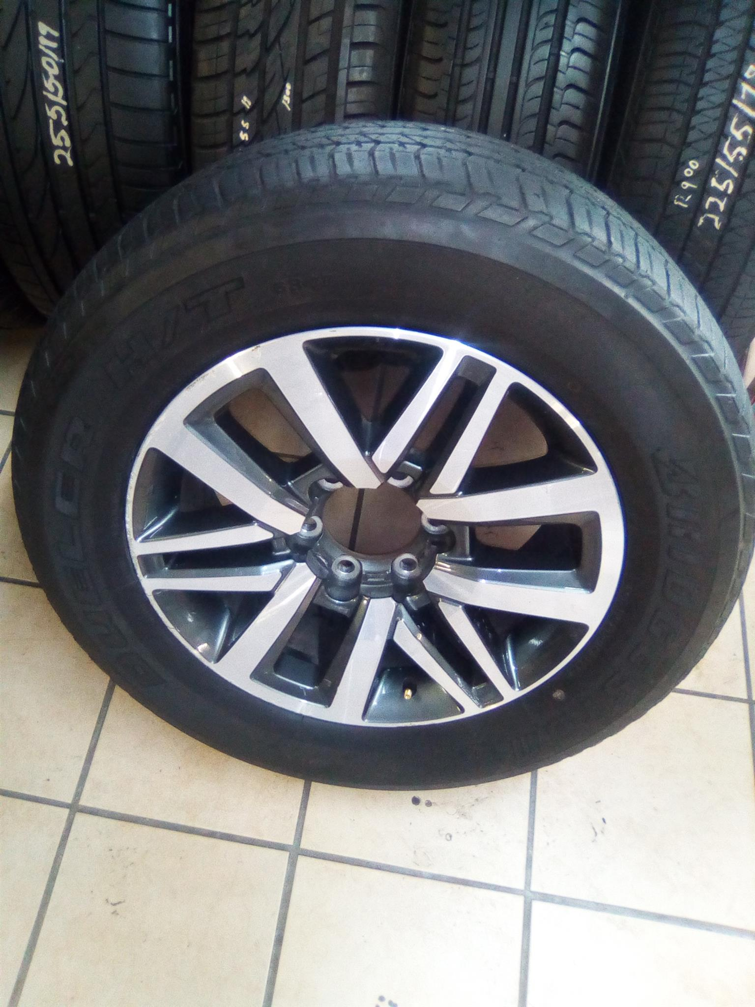 Nissan navara/fortuner 17 inch steel rims with a 265/65/17 dueler used tyres