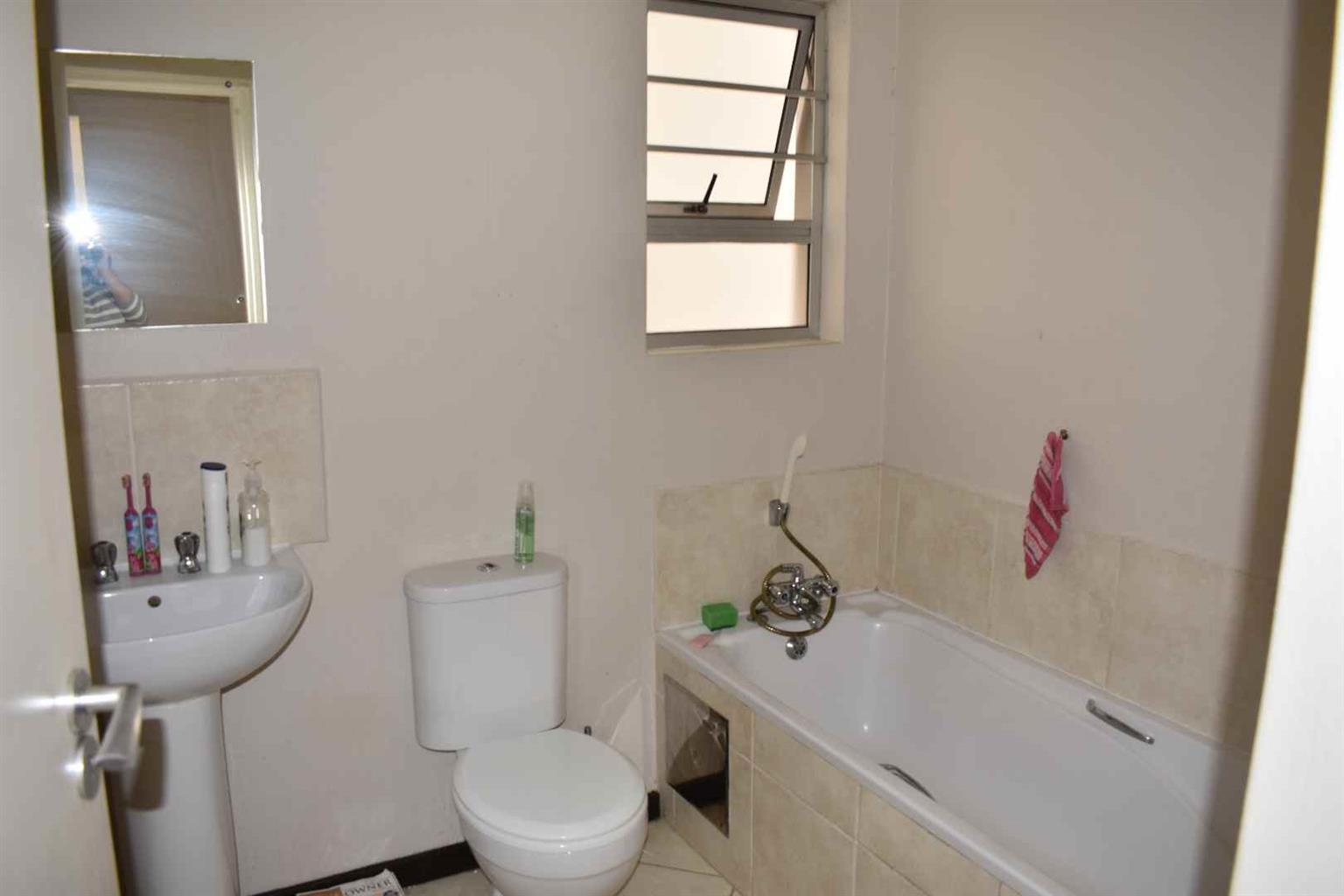 Apartment For Sale in Beacon Bay