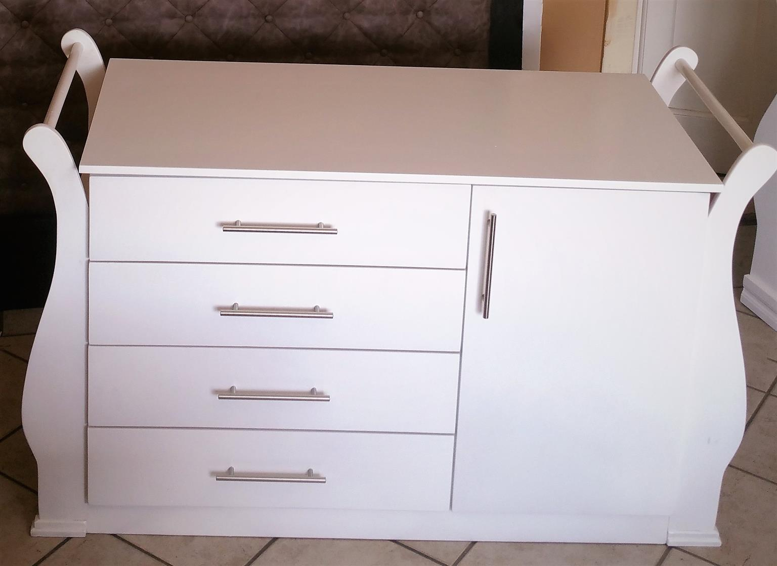 Sleigh Cot and Compactum Sur 02 -R5500,00