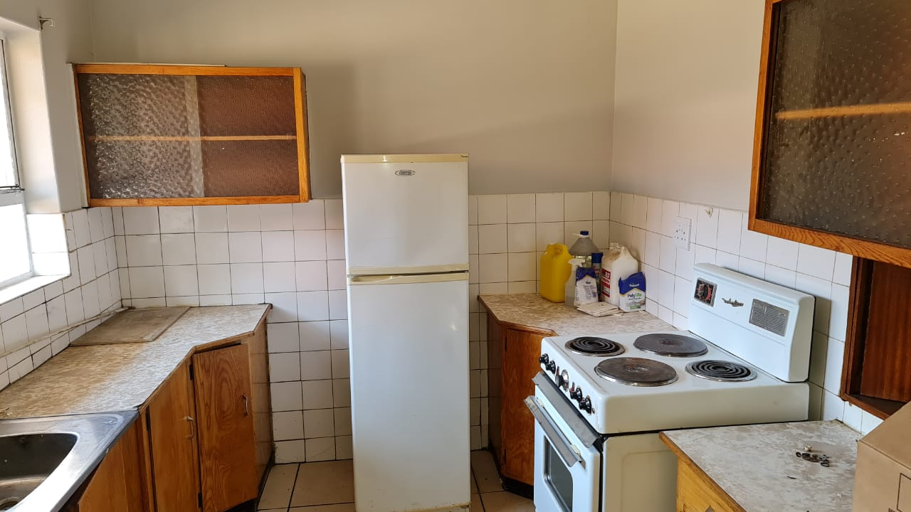 To Rent. Spacious 1.5 Bed Flat in Dorinkloof Centurion