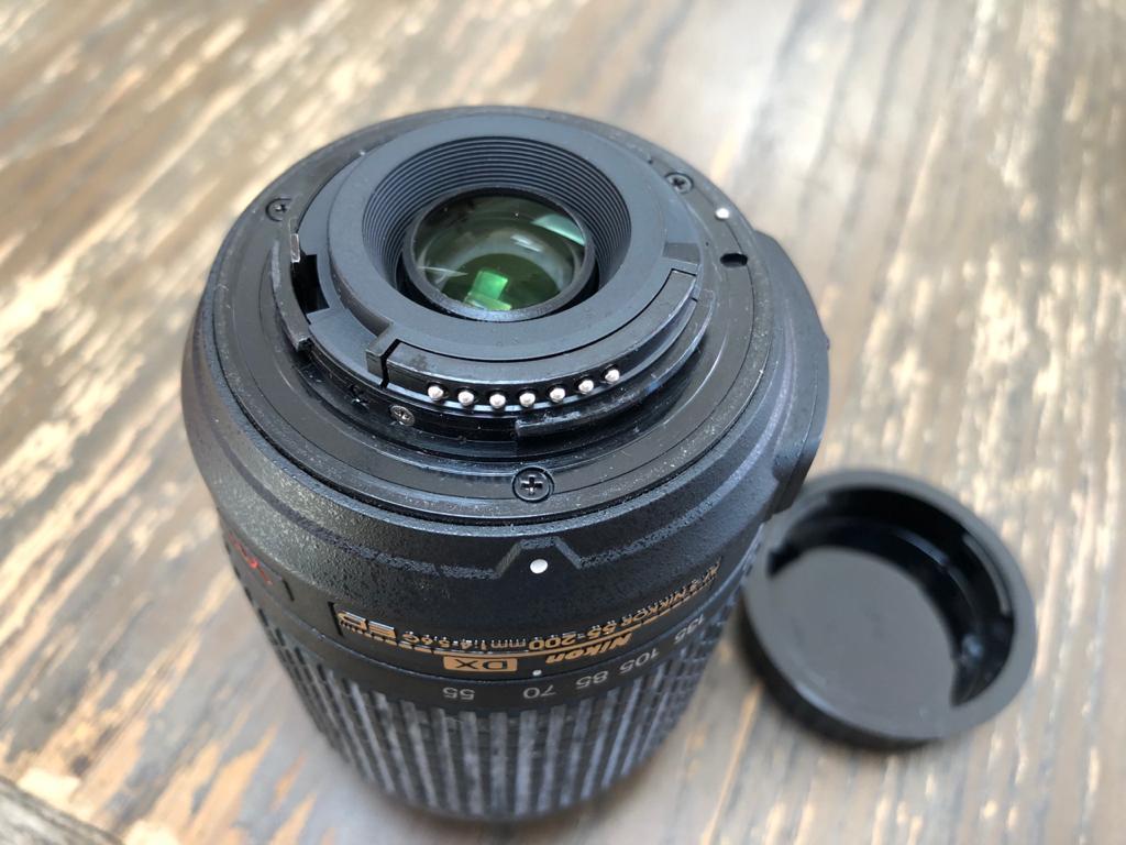 Nikon AF-S 55-200mm f/4-5.6 G IF-ED DX VR Lens with Nikon pouch