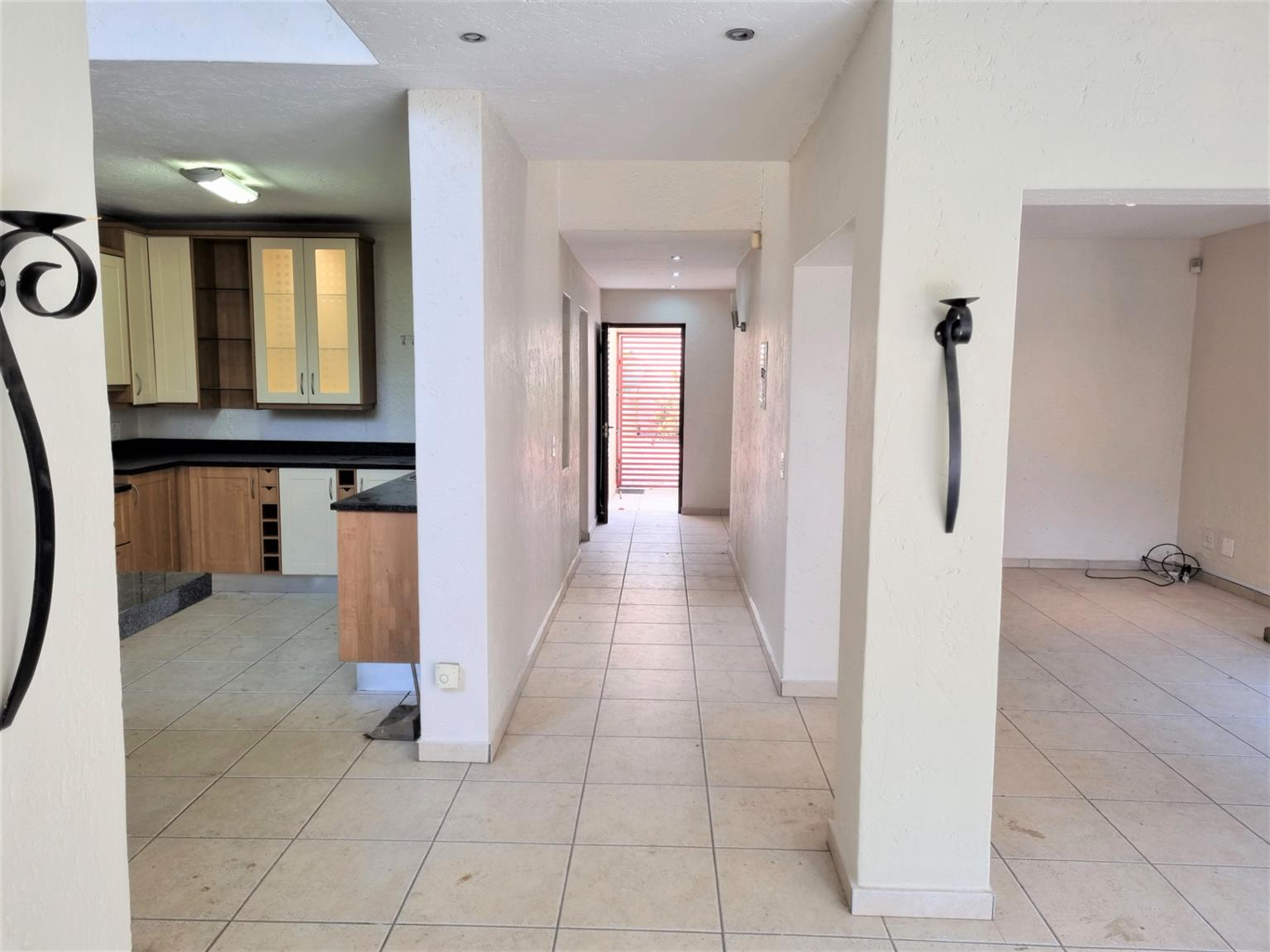 Cluster For Sale in Benmore Gardens