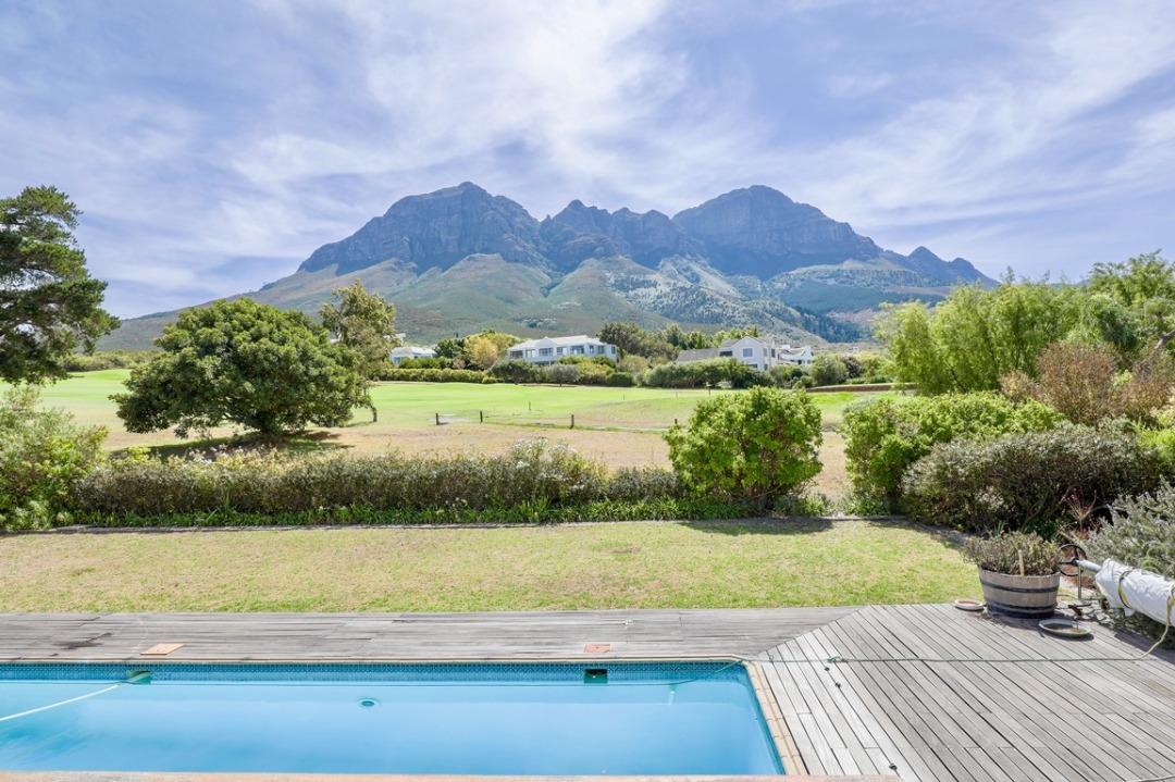 House For Sale in Erinvale Golf Estate