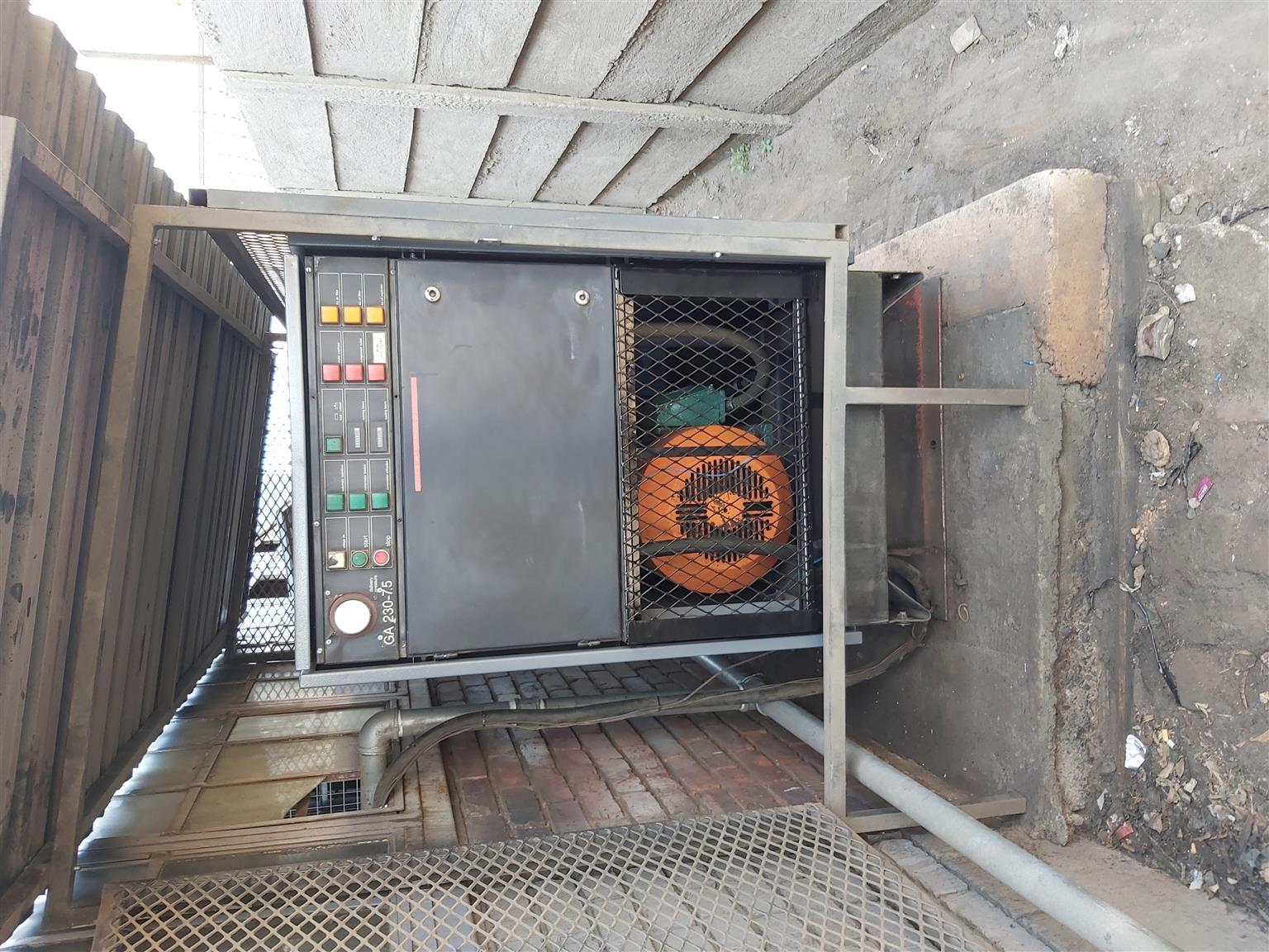 Screw type compressor