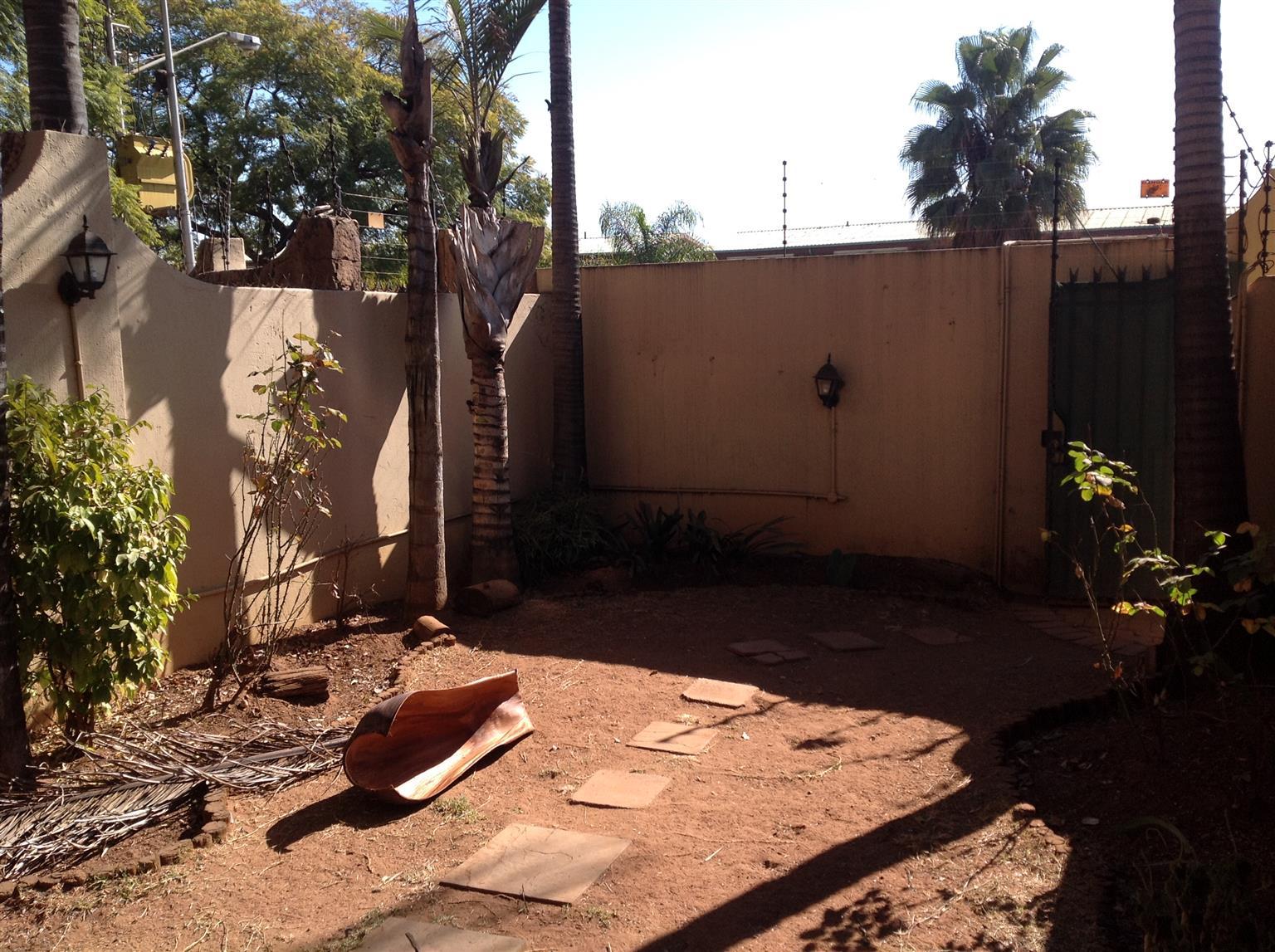 Pretoria Gardens/Tuine Duplex with private garden