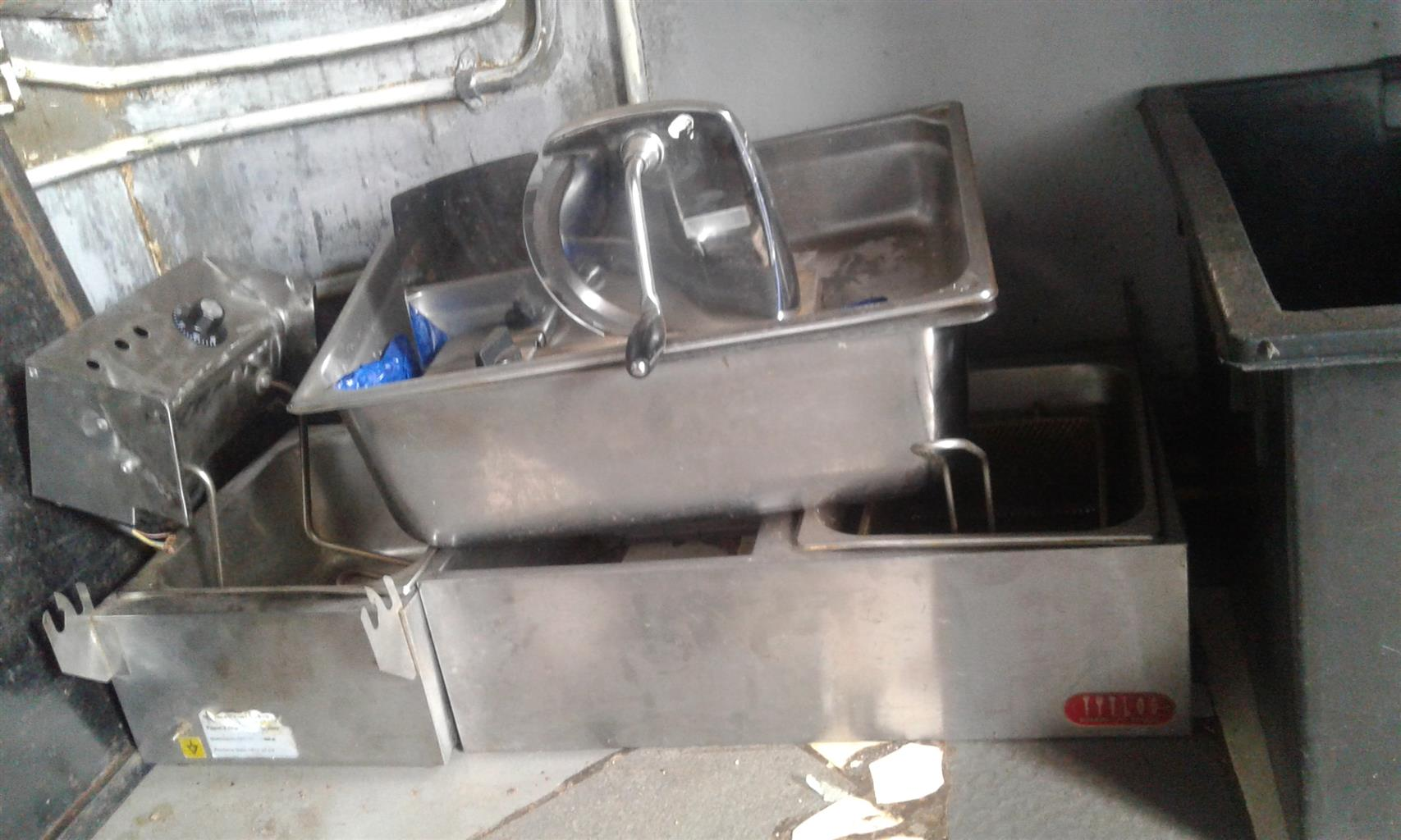 As is selling fish Frye stove double