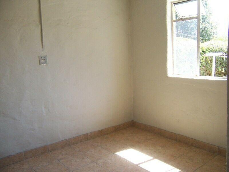 Studio one bedroom garden cottage rental in FLORACLIFFE ROODEPOORTE