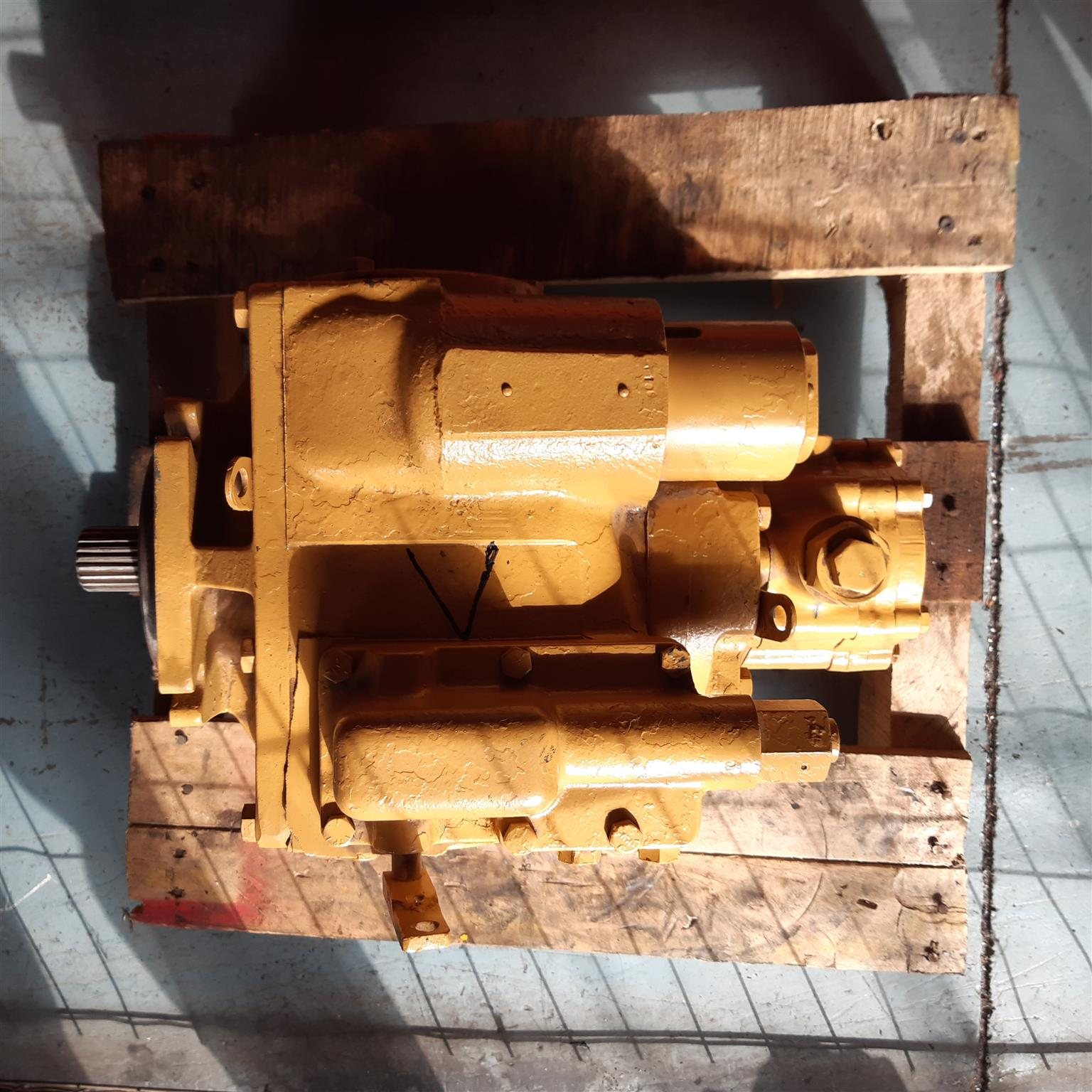 Eaton 4621 hydraulic pump for concrete mixer trucks. Well known durable hard worker.