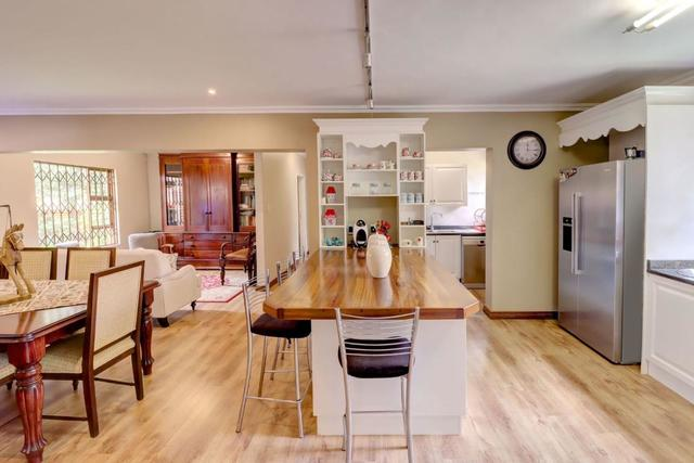 Townhouse For Sale in Willow Acres Estate