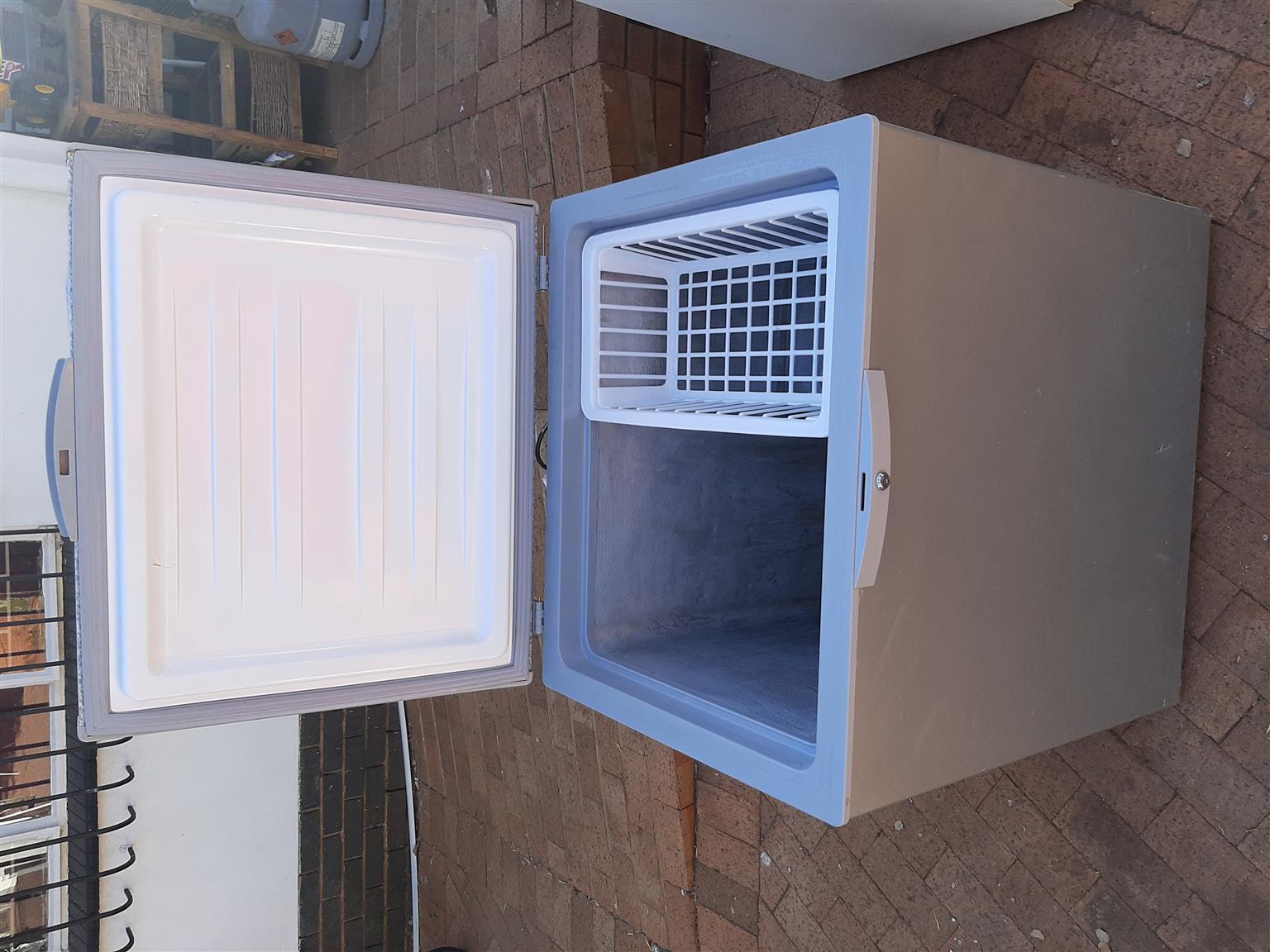 Defy metallic silver chest freezer
