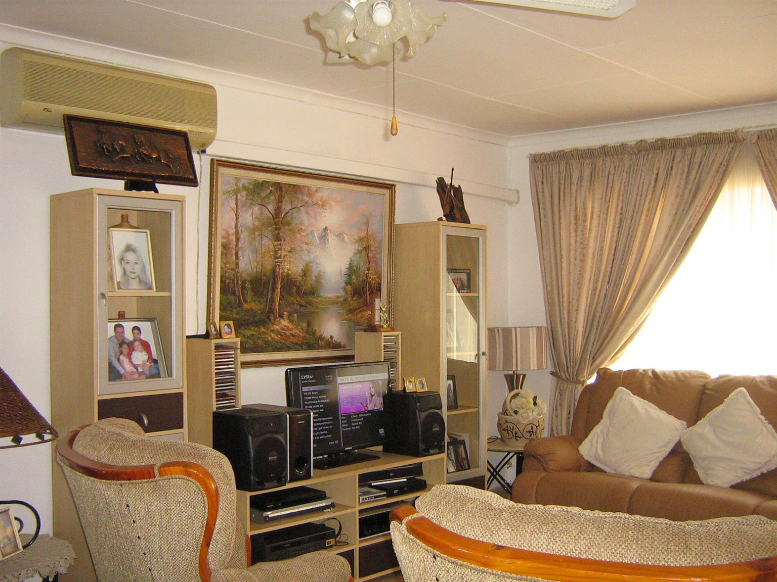 STUNNING 2 BEDROOM FLAT FOR SALE: