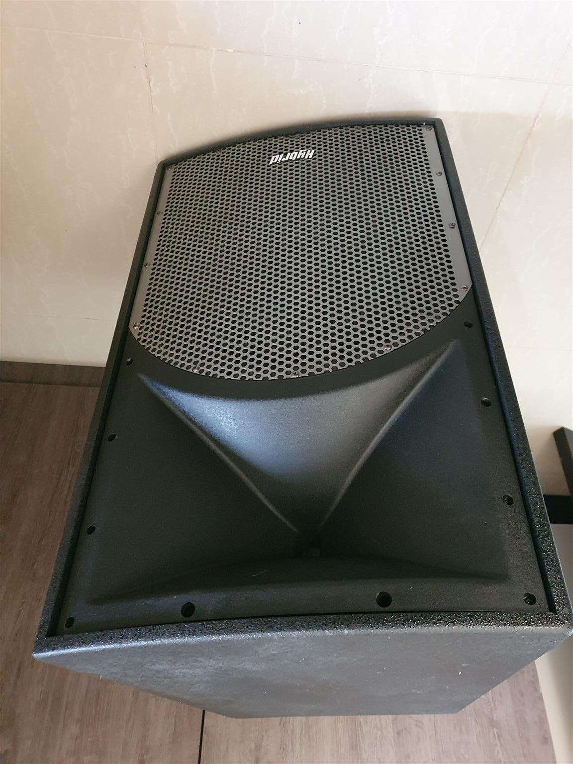Hybrid prof sound system for events  R6750 speakers -  amps - wireless mikes