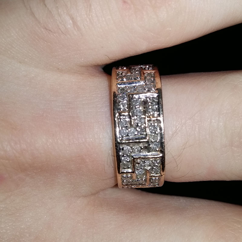 Beautiful Mens ring - 9ct band set with 89 1.5pt round diamonds.