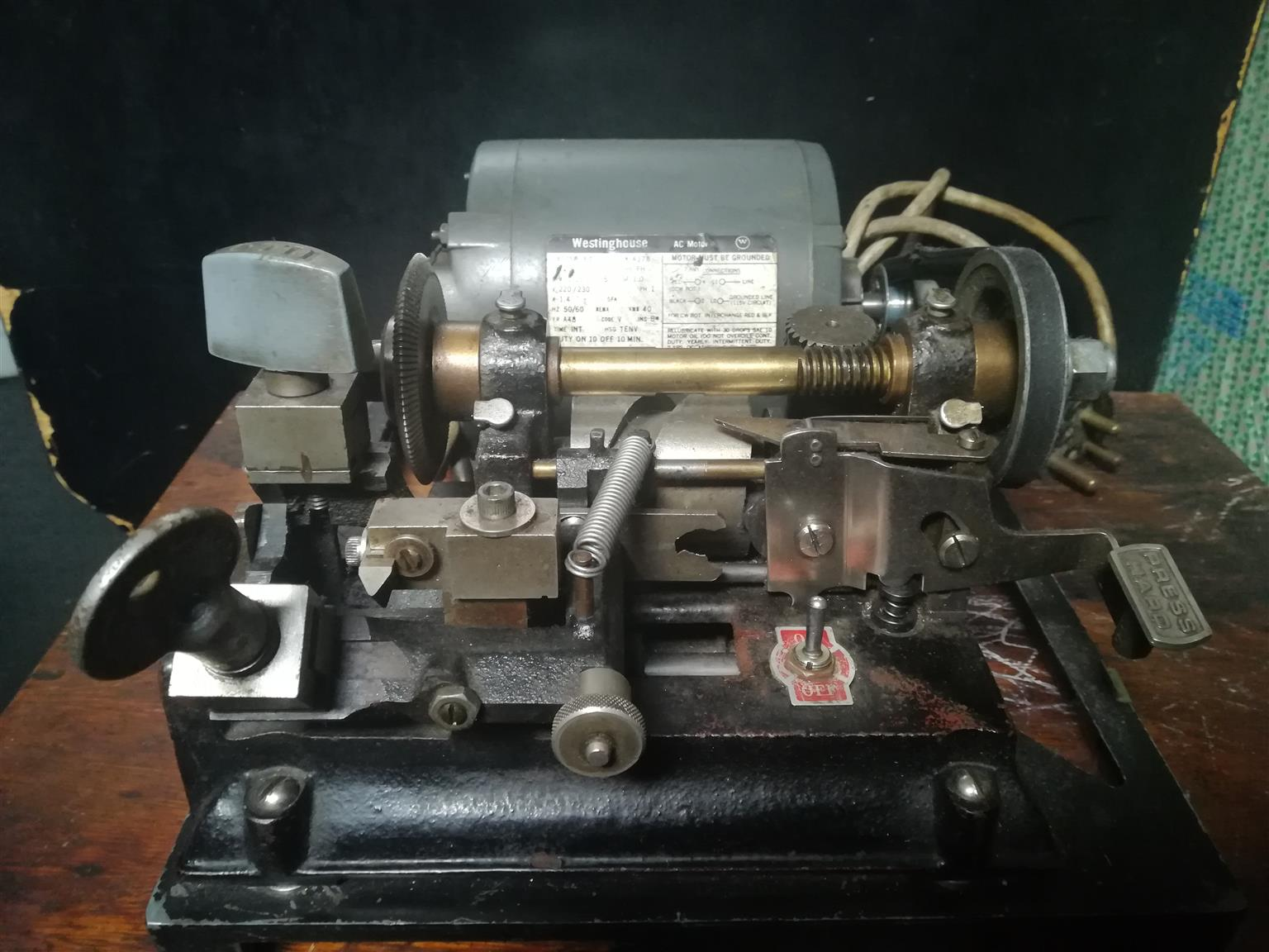 Key cutting machine + blanks