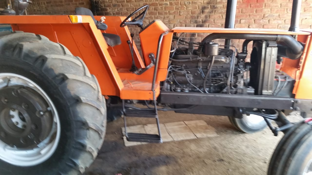Orange Fiat 980 73KW/98HP 4X2 Pre-Owned Tractor