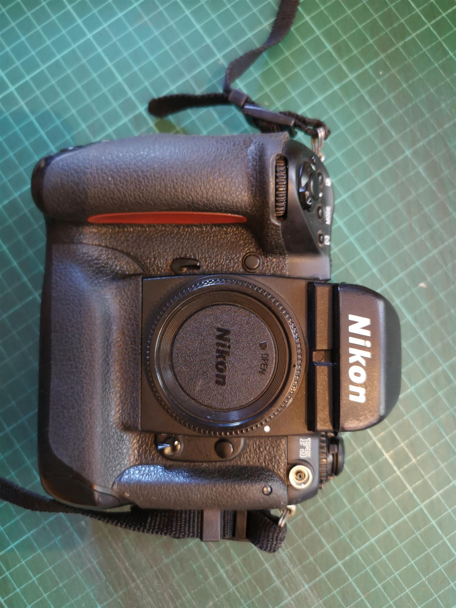 Nikon F5 Pro Film SLR