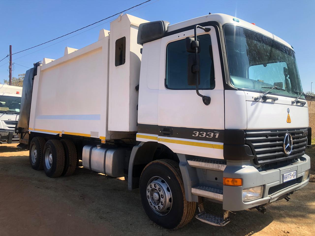 Waste compactor truck for sale