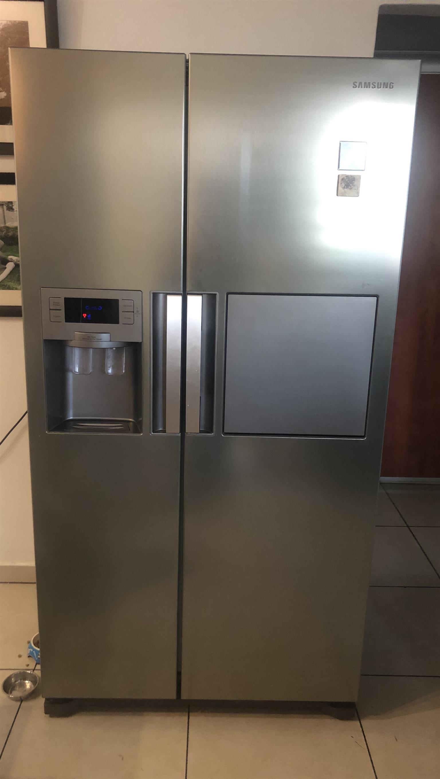 Double door fridge in excellent condition
