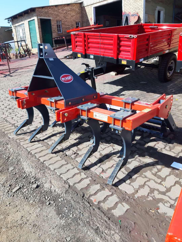 9 Tine Chisel Ploughs