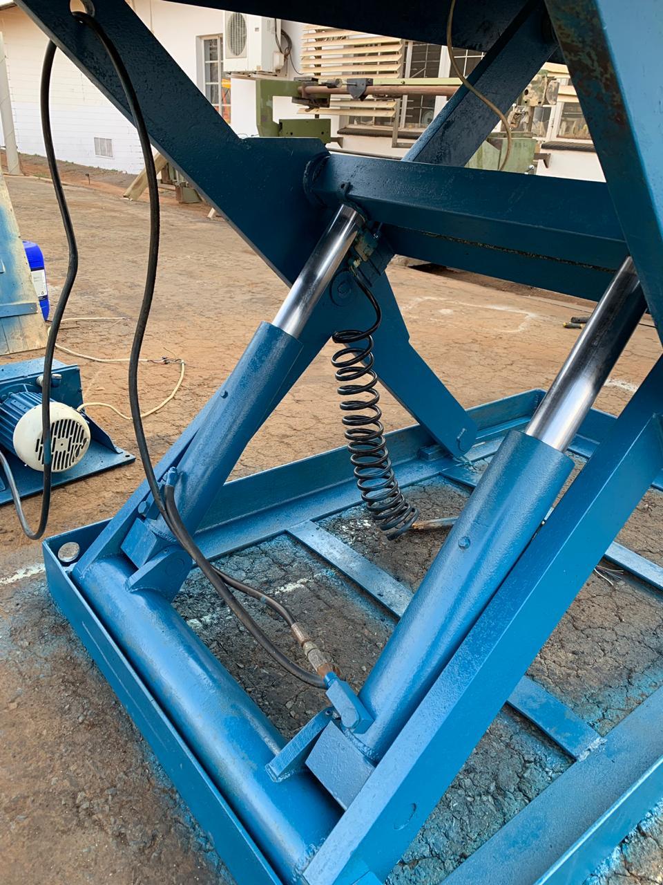 Scissor Lift Platform, 2000kg, 3.100x1.300mm, TREPEL, Hydraulic