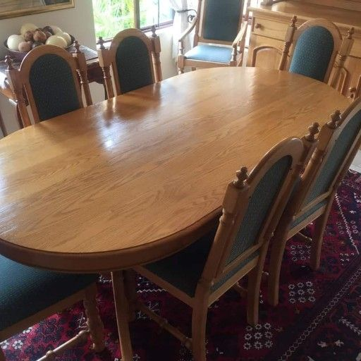 Beautiful 8 x seater Oak Dinning Table, Chairs & Large Dresser all in immaculate condition